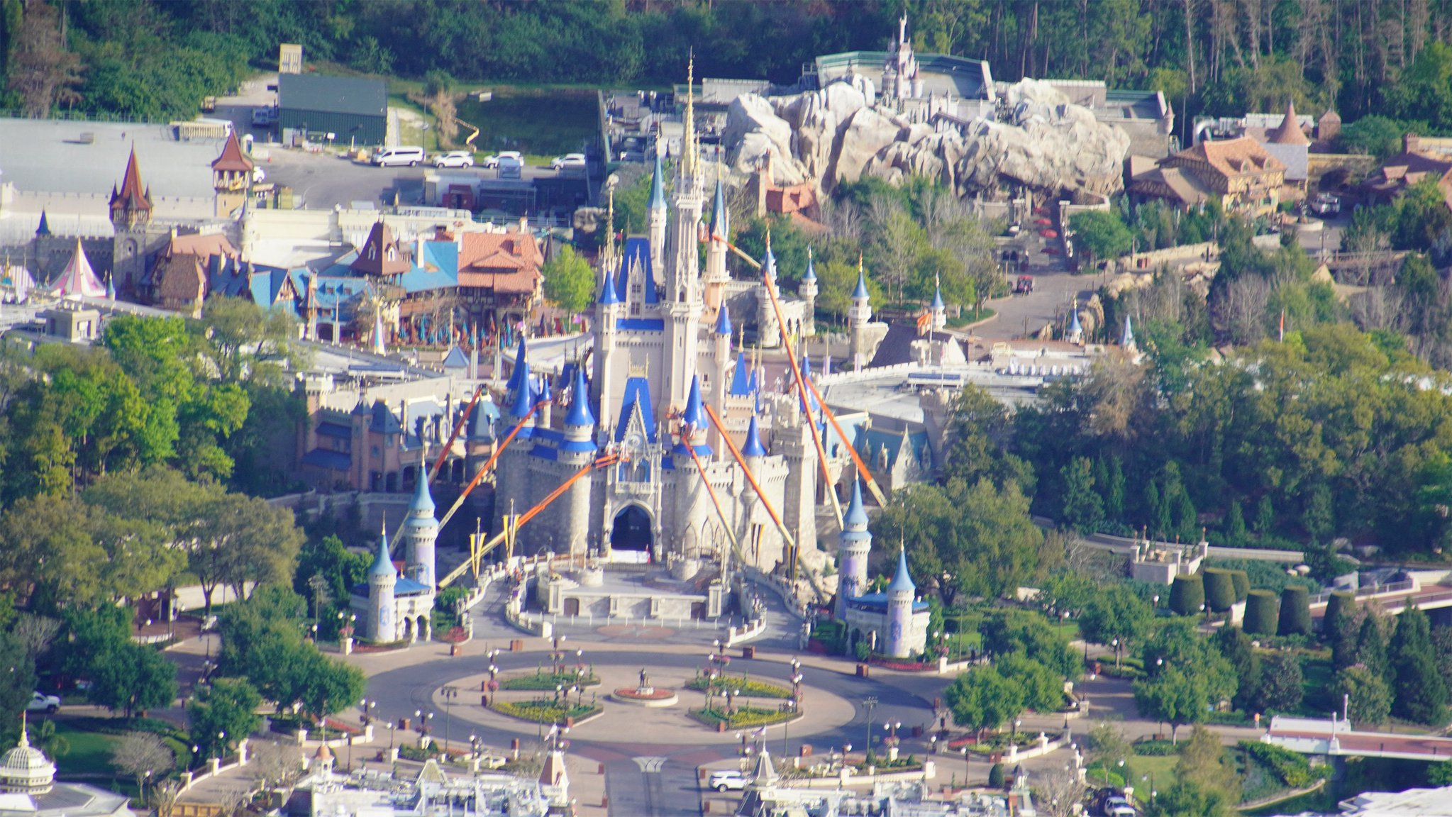 Photos Show Disney World Like We've Never Seen It Before—completely Empty