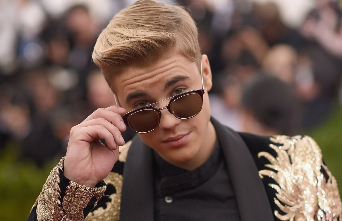 Justin Bieber wearing a black and gold suit at the Met Gala