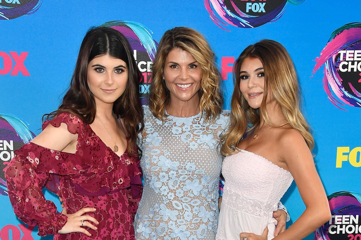 Lori Loughin posing between her daughter, Isabella Giannulli on her right and Olivia Jade Giannulli on her left.