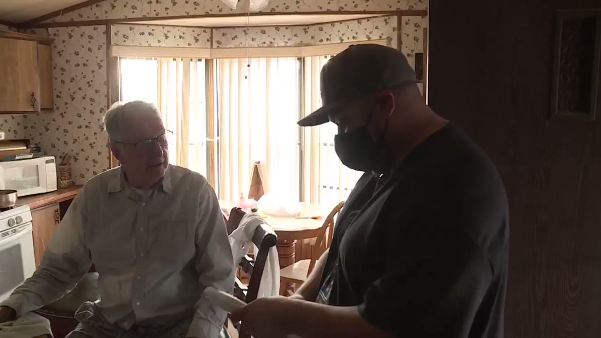 Loyal Customers Help To Raise A $12,000 Tip For 89-year-old Pizza Delivery Man